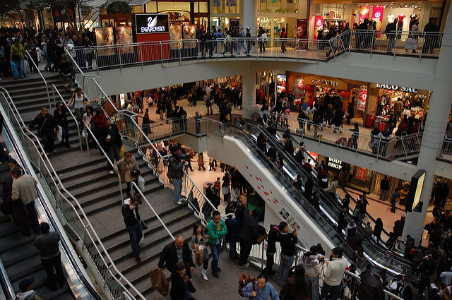 Busy mall Eaton © Ian Freimuth/Flickr